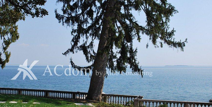 Престижная вилла на озере Гарда