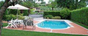 Красивая вилла с басейном на озере Гарда