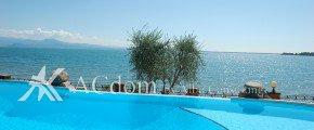 Великолепные апартаменты на первой линии озера Гарда - Италия