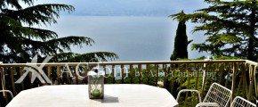 вилла с красивым видом на озеро Гарда