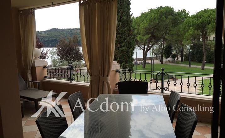 Красивые апартаменты на озере Гарда