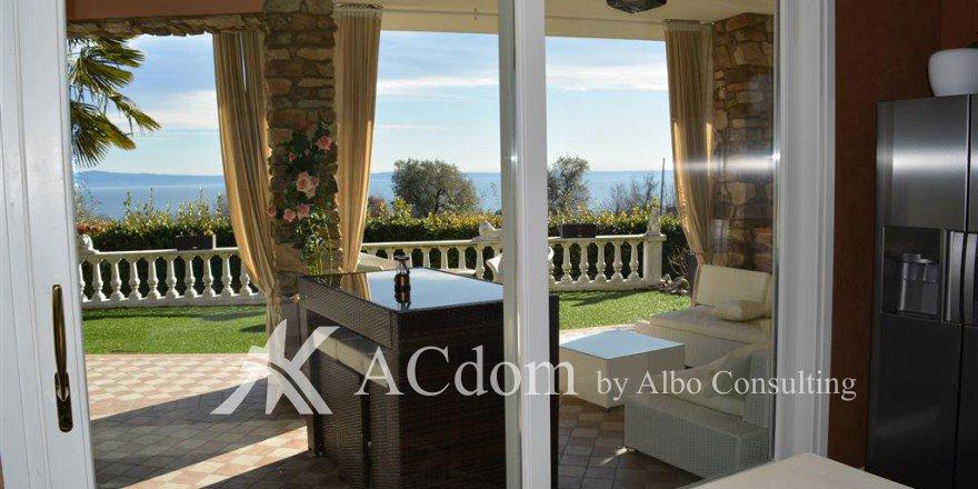 вилла с прекрасным видом на озеро Гарда