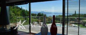Роскошная вилла с бассейном и великолепным видом на озерo